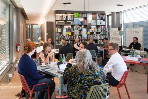 Wie können wir die demokratiepädagogische Aus- und Fortbildung von pädagogischen Fachkräften unterstützen?
